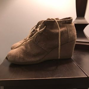 Tom taupe wedged bootie